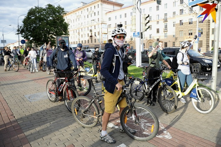 На пересечение улицы Козлова и проспекта Независимости.