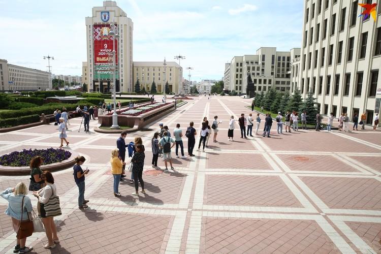 Люди стали выстраиваться у Центризбиркома утром 15 июля