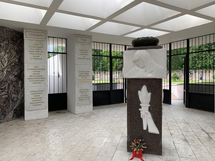 Мемориал «Приморский» в Петергофе.