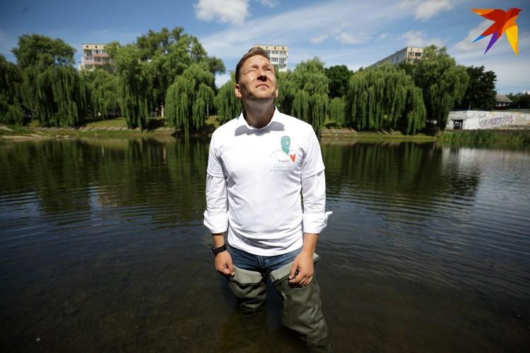 По словам Дмитриева, он готов стоять где угодно, для того чтобы в Беларуси появился новый президент.