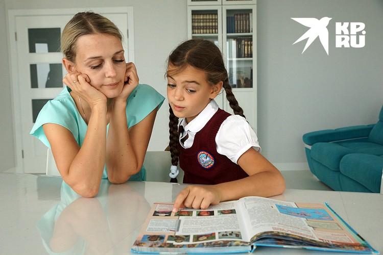 Казалось бы – решение очевидно: сажай ребенка за книжки с июня, и будет от отличником! Но всё не так просто