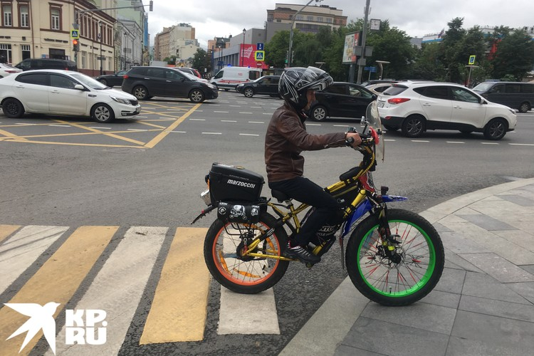 Будущий клиент велосипедной дорожки. Снято на Садовой-Черногрязской улице.