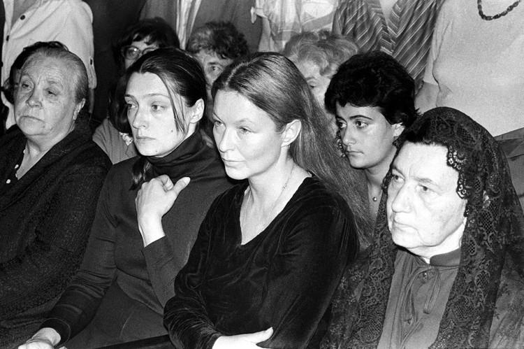 Вдова Марина Влади и близкие поэта