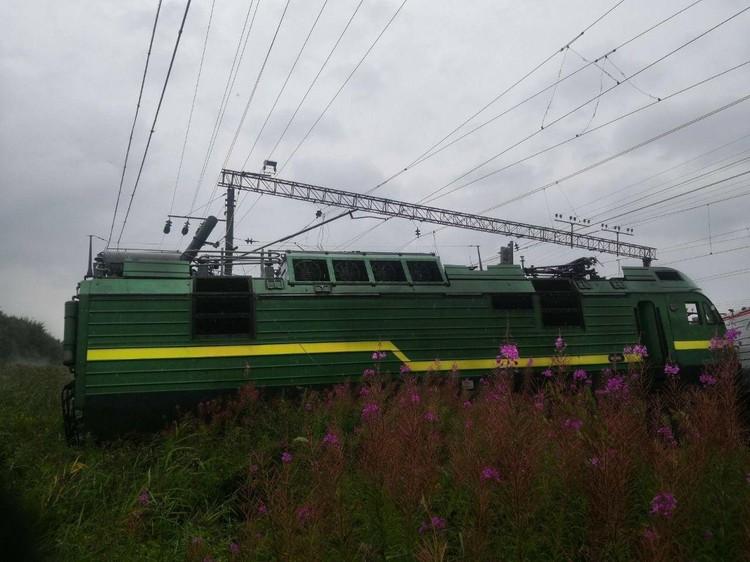 В столкновении поездов пострадали два человека Фото: МЧС Петербурга