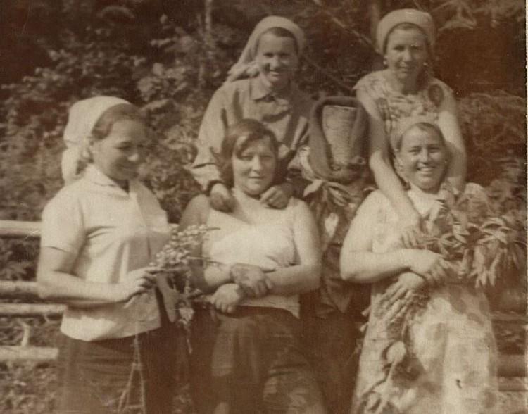 Бригада Серафимы Гриневой. Сама она в верхнем ряду слева.