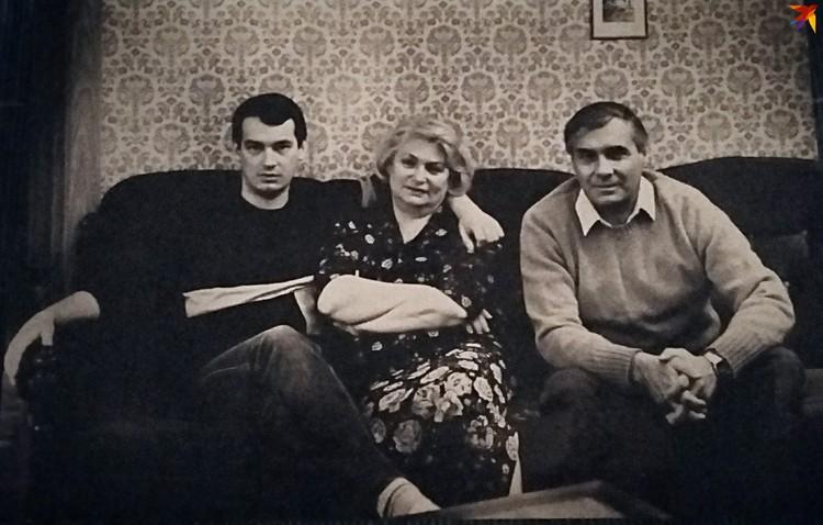 Владимир с мамой и отцом – народным артистом СССР Ростиславом Ивановичем Янковским. Фото: личный архив.