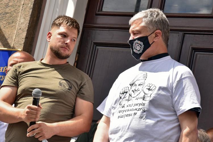Экс-президент Петр Порошенко посетил пикет участников АТО.