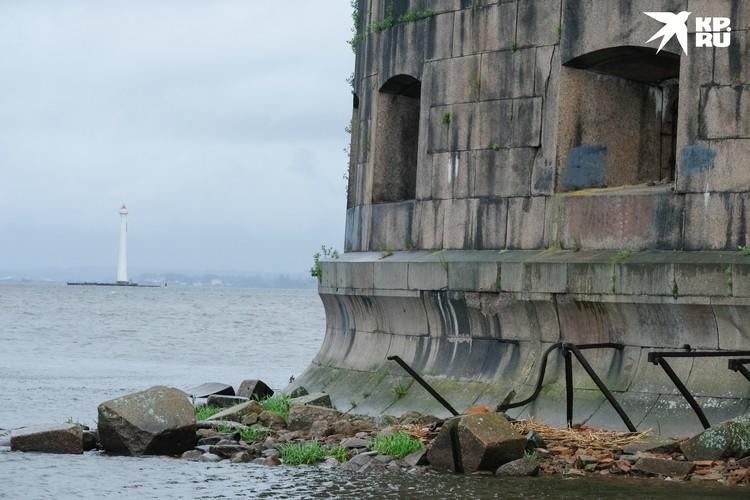 К одному из фортов протянут канатную дорогу
