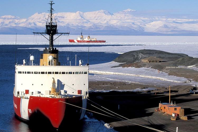 Американский ледокол USCG Polar Star.
