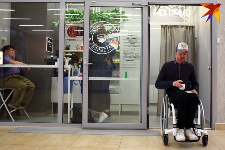 Александр Авдевич - активист-колясочник родом из Лиды - открыл кофейню в этом году