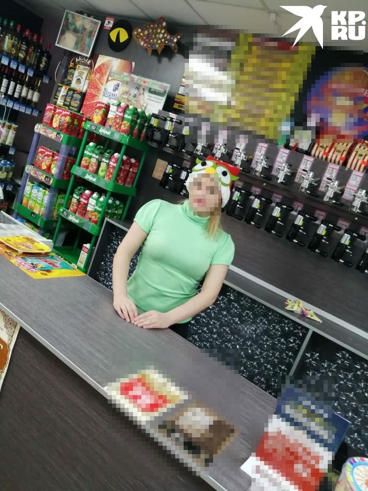 До беременности Ира работала в магазине. Фото: личный архив героя.
