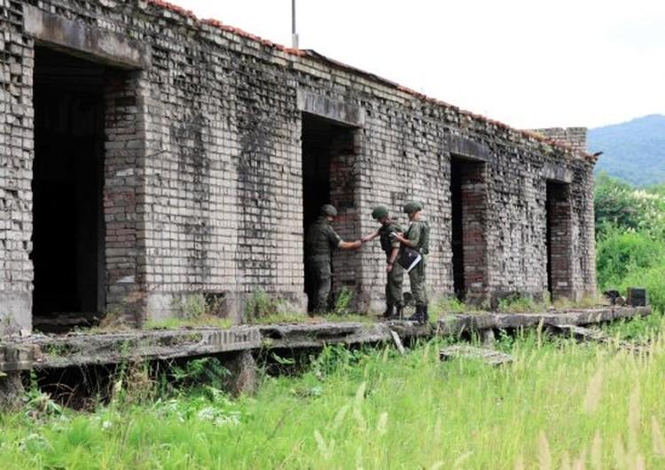 Старые здания могут представлять опасность для людей. Фото: пресс-служба Восточного военного округа