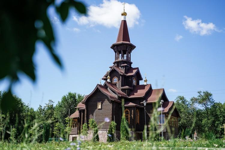 В Советском районе 7 действующих православных приходов, один из самых красивых - храм Успения Пресвятой Богородицы