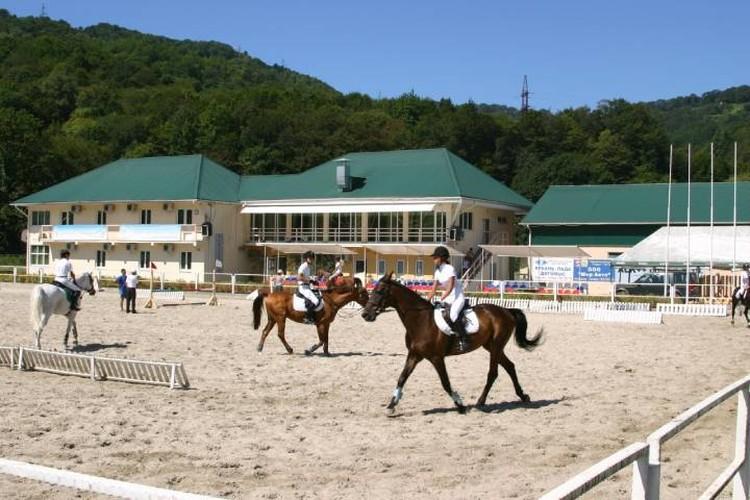 Территория конно-спортивного комплекса в Дагомысе. Фото horse-rider.ru