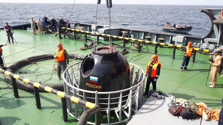 Также в ходе учения поисково-спасательный вертолеёт Ка-27ПС отработал поиск и эвакуацию людей, находящихся в воде. Фото: Минобороны РФ