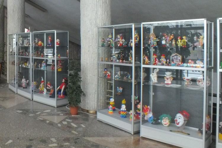 Коллекция клоунов. Фото из архива Пермского цирка.