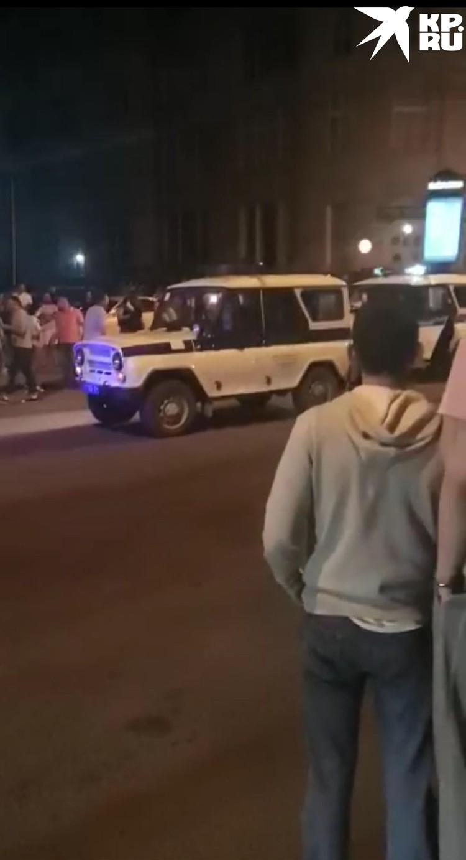 Полиция приехала и разогнала людей. Фото: скриншот из видео.