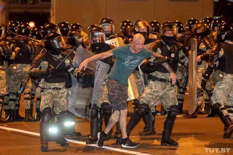 Сотни протестующих были задержаны