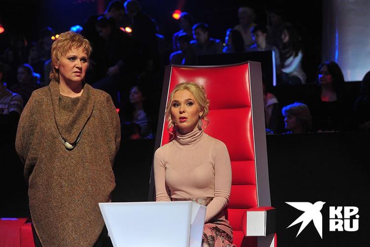 Мать Пелагеи джазовая певица Светлана Ханова (слева)