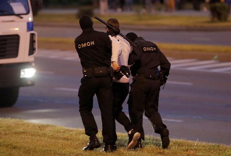 Во время протестных акций были задержаны и журналисты.