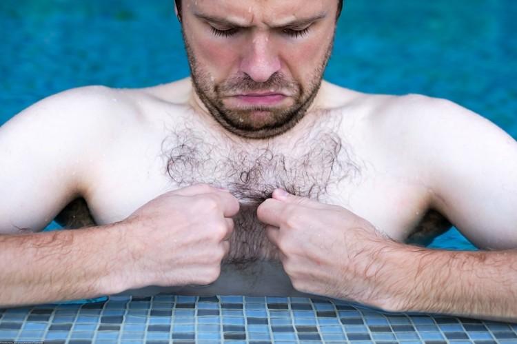 В профессиональном плавании уже много лет спортсмены бреют всю растительность на теле ради долей секунд.