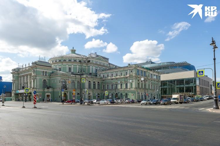Роскошное здание Мариинского театра красуется в центре Петербурга с конца XVIII века.