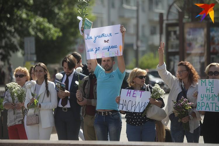 В Минске собрались учителя разных возрастов, некоторые - педагоги по диплому, которые не связали свою жизнь с преподаванием.