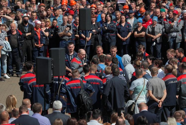 Работники завода потребовали, чтобы встреча с главой белорусского правительства проходила с участием представителей журналистов