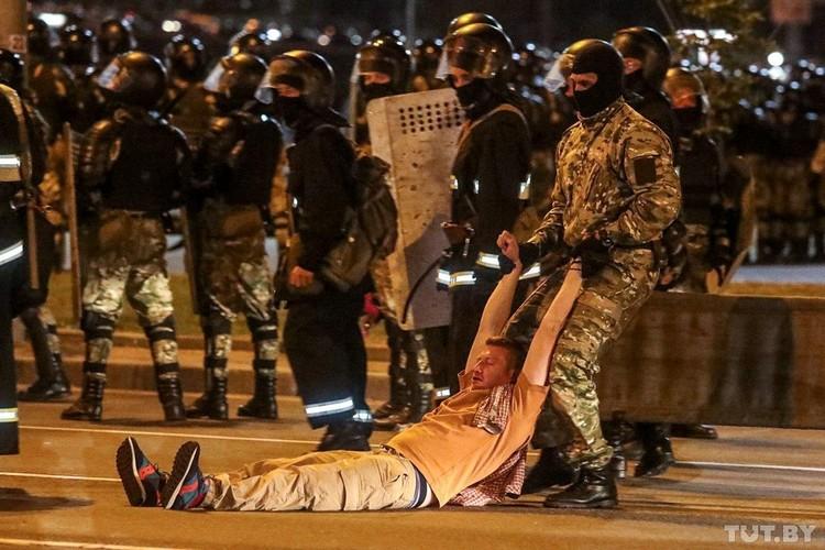 Задержание в Минске вечером 9 августа.