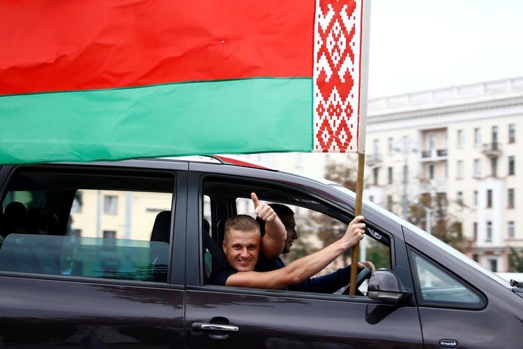 Сторонники Лукашенко также вышли на улицы белорусских городов.