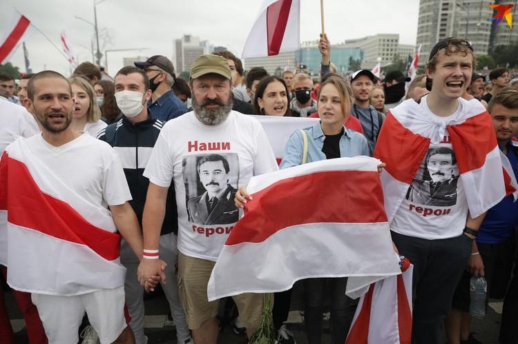 По официальным подсчетам в воскресенье на митинг вышли порядка 20 тысяч протестующих, по данным независимых СМИ - свыше 100 тысяч.