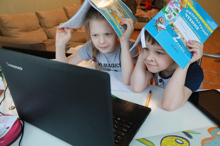 Главным аргументом противников цифрового образования станет опасность гаджетов: «они сажают зрение».