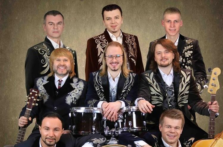 Николай Потрусов (первый слева в верхнем ряду) был пианистом, аранжировщиком, композитором и музыкальном руководителем ансамбля. Фото: pesnyary.by
