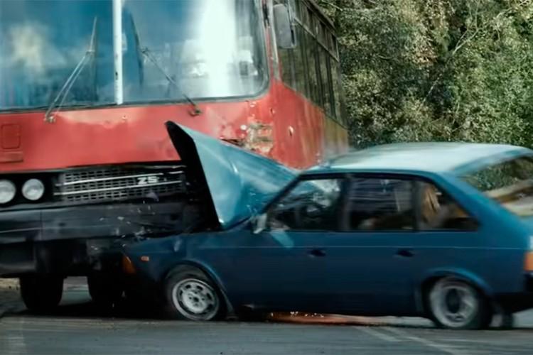 Основные события картины разворачиваются уже после гибели Виктора Цоя на трассе под Ригой. Фото: Кадр из фильма