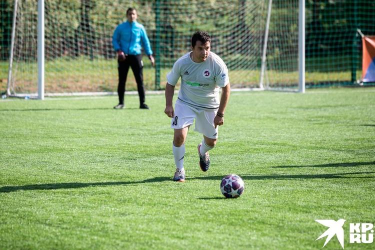 В составе ФК «Артист» в этом матче сыграл журналист «Комсомольской Правды» Александр Рогоза.