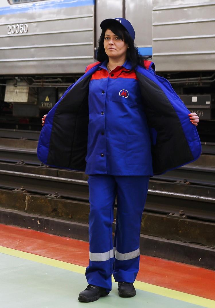 Цвет спецодежды - синий. Автор фото: Антон НОВОДЕРЕЖКИН/ТАСС.