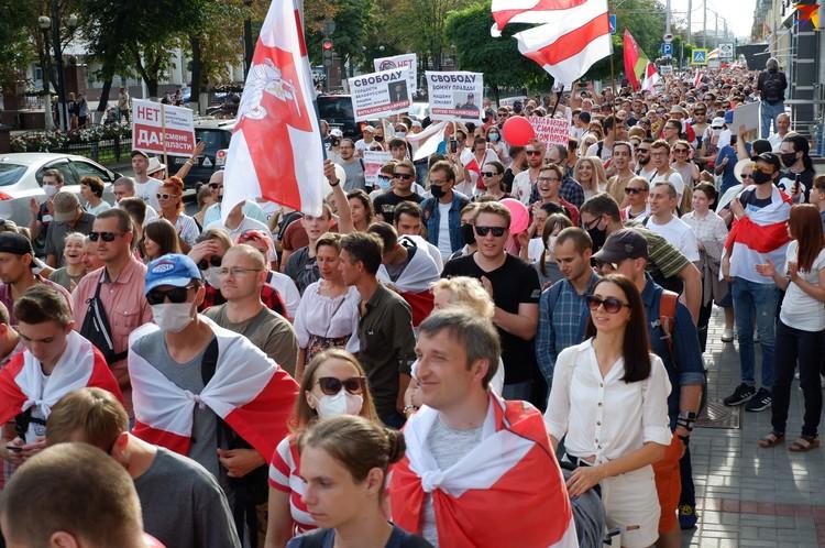 Тысячи гомельчан прошли по главным улицам города