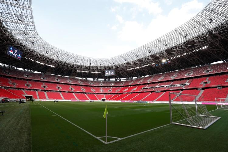На стадионе в Будапеште не было зрителей. Требование УЕФА.