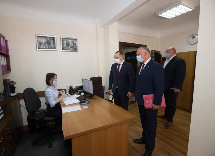Глава государства прибыл сегодня в ЦИК вместе с инициативной группой