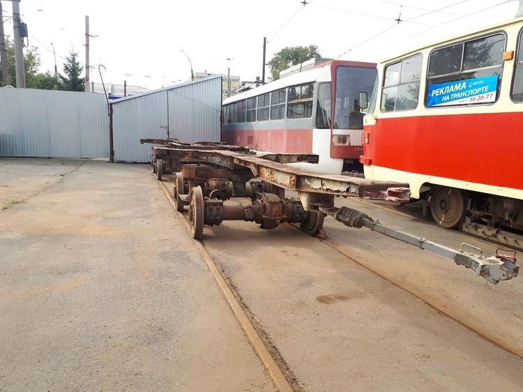Хребтовая балка — единственный механизм, оставшийся в трамвае от «татры»