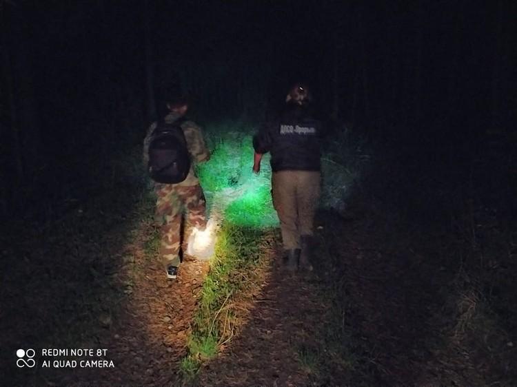 """Добровольцы искали семью по болотам. Фото: предоставлено ДПСО """"Прорыв"""""""