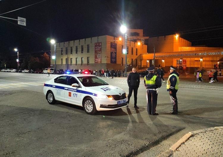 Полицейские уже привыкли дежурить на Труда каждые выходные — спасибо небезызвестным заведениям