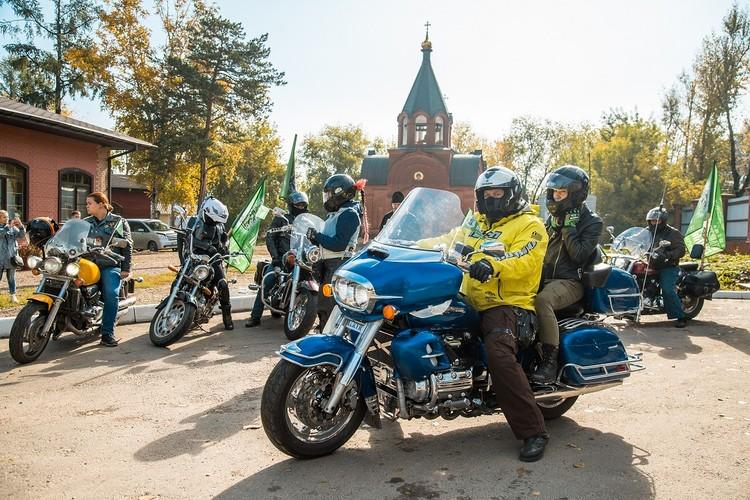 Остановка в храме Святого Пантелеимона в Ново-Ленино. Фото: Ксения ОСАДЧАЯ