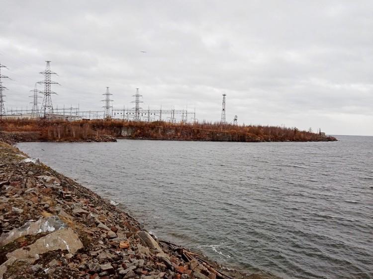 Хантайское водохранилище хмурится в плохую погоду