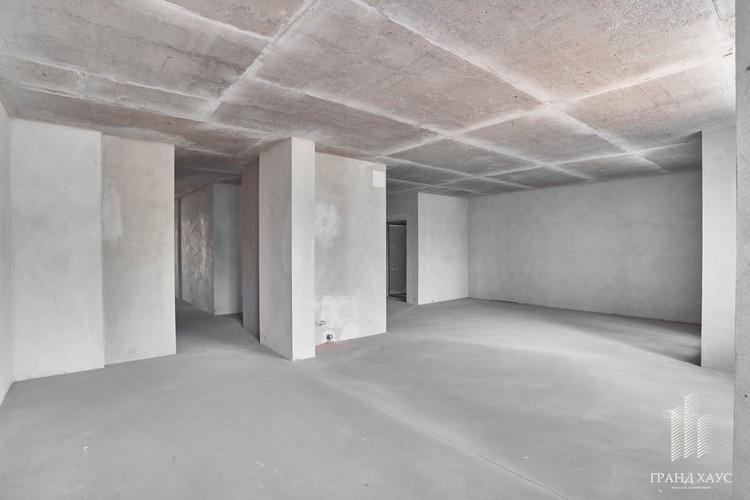 Высота потолков в квартирах — 2,7 метра, квартиры сдаются с черновой отделкой.
