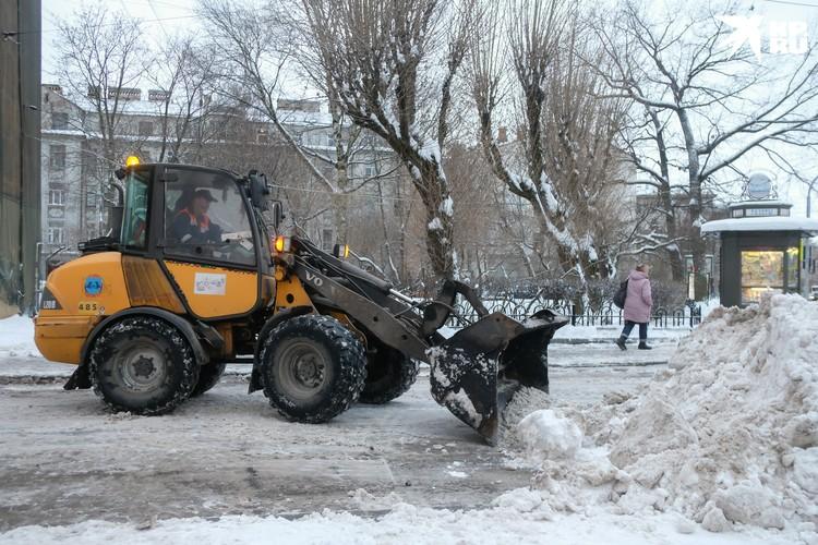 Со снегом и льдом этой зимой будут сражаться 1797 спецмашин