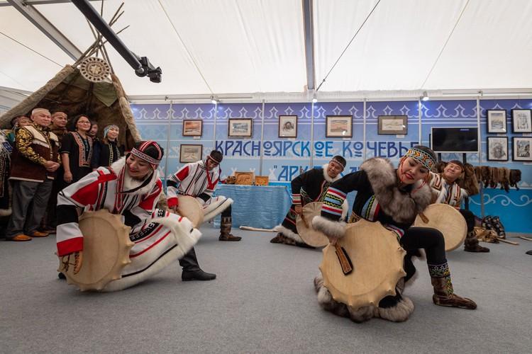 Северные танцы – сочетание музыки, пластики, костюмов и иногда горловое пение.
