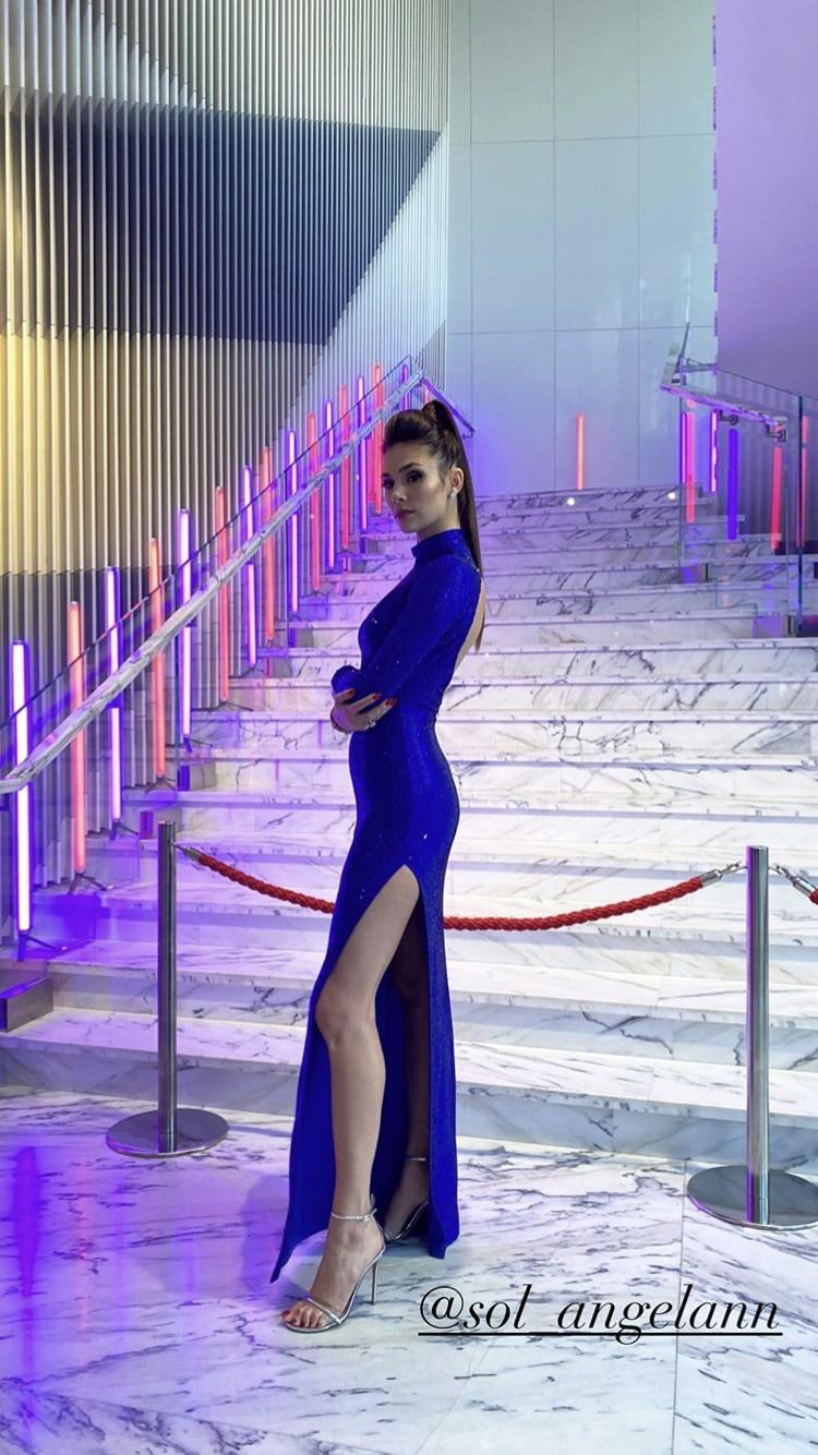 Анастасия Овечкина выбрала для празднования дня рождения мужа сверкающее платье, декорированное кристаллами Swarovski
