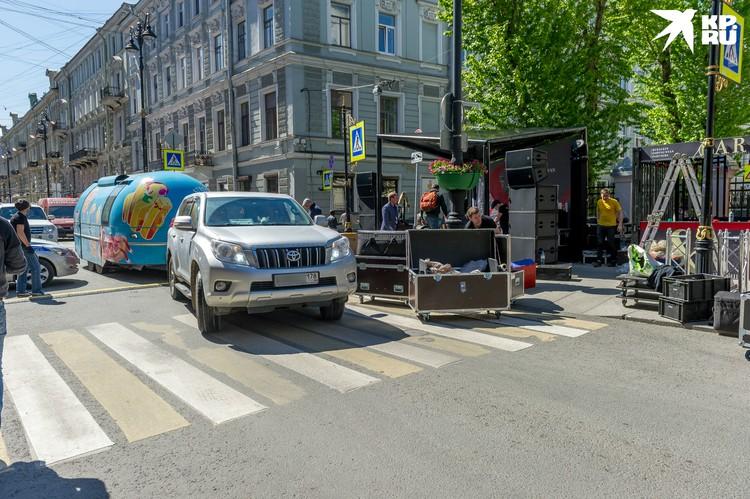 Улицей смогут пользоваться автомобили граждан, которые живут либо работают здесь