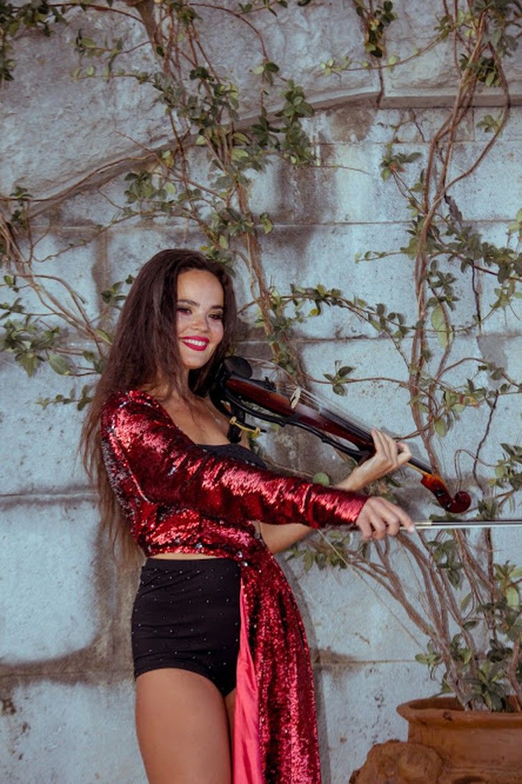 Скрипачка украсила вечер. Фото: Ксения Попова
